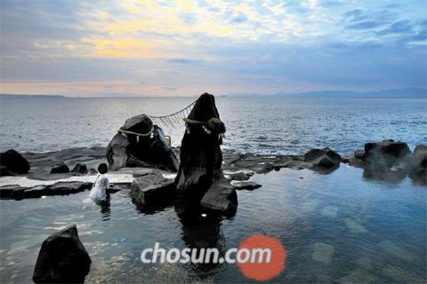 일본 가고시마 : 까만 모래에 '쏘옥' 色다른 온천의 묘미