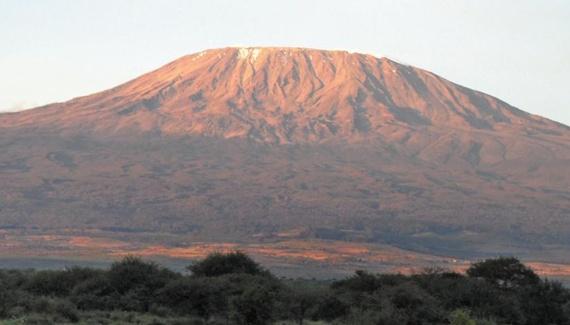 케냐 암보셀리 국립공원에서 바라본 킬리만자로의 모습.