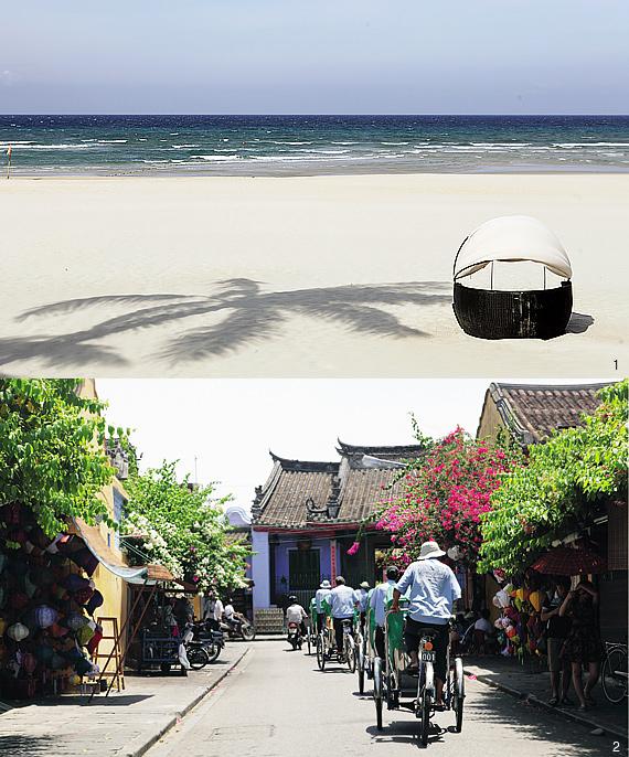 1 한낮의 넘실대는 푸른 바다가 여유로움을 전하는 다낭 해변. 2 베트남 전통 건축양식에 유럽풍의 색채가 더해져 색다른 분위기의 호이안 구시가지 거리의 풍경.