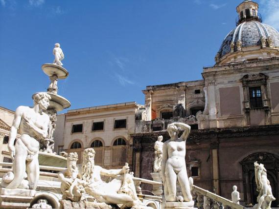 지중해 크루즈 기항지 중 하나인 시칠리아 팔레르모의 프레토리아 광장