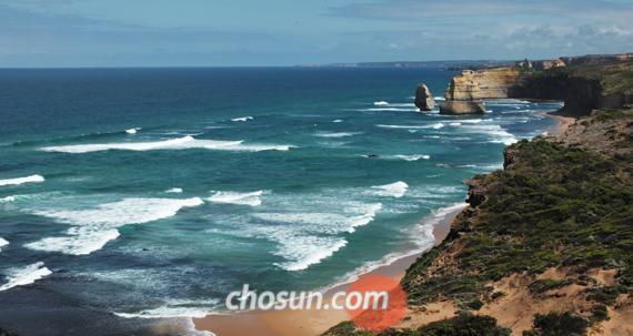 멜버른 인근 '그레이트 오션 로드'에 있는 '12사도상 바위' 풍경.