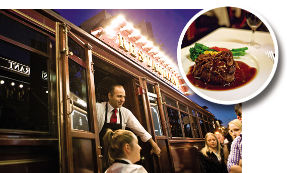콜로니얼 트램카 레스토랑에 입장하려는 승객들과 레스토랑의 대표 음식.