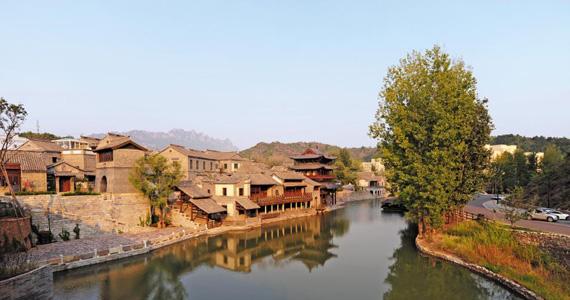 중국 전통 민속마을 구베이수이전. 물길을 따라 걷노라면 온갖 고민도 물길 따라 씻겨가는 느낌이다.