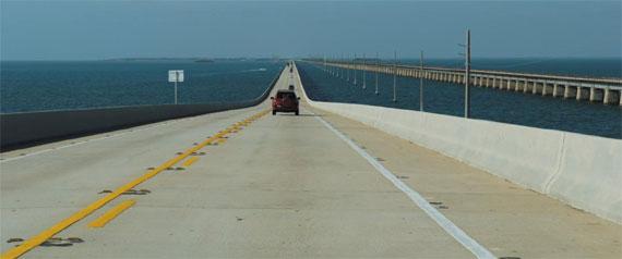 키웨스트로 향하는 고속도로.