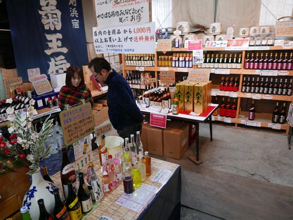 미네마츠 주조장에서는 다양한 소주와 사케를 직접 시음하고 구매할 수 있다.