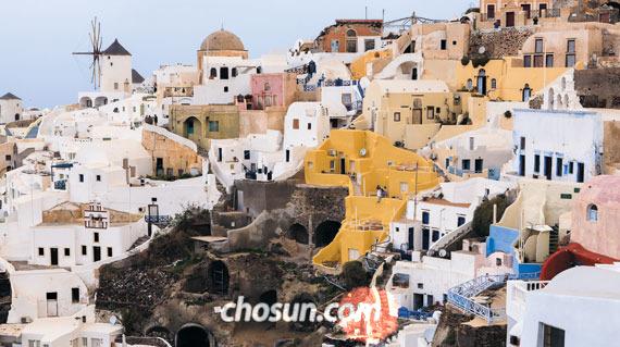 이아 마을 해질녘 풍경이다. 이 동화 같은 풍경에 반해서 관광객들이 산 넘고 바다 건너 섬을 찾아온다.
