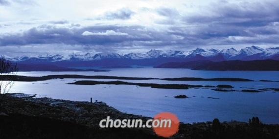 222개의 산봉우리를 품고 있는 예이랑에르 파노라마. 노르웨이 남서쪽 도시'몰데'에 서면 차갑고도 푸른 피오르의 장관을 한눈에 볼 수 있다.