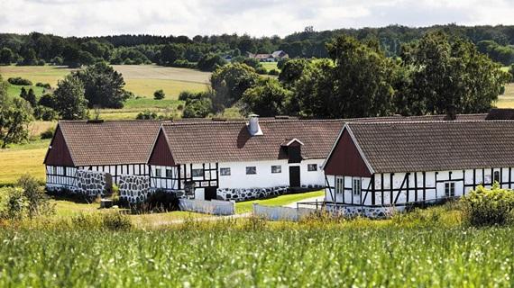 스웨덴 스코네 지역의 일반적인 농가 주택 및 창고. 스코네랭가라고도 한다.