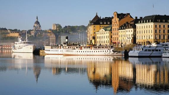 스웨덴 스톡홀름의 18세기까지의 옛날 항구. 현재는 관광용 여객선과 각 도서를 잇는 정기 여객선의 항구로 쓰이고, 수상 버스와 소형보트가 정박해 있다.