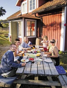 스웨덴 가정의 단란한 식사 모습.