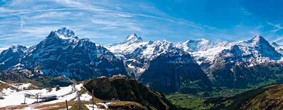 만년설 덮인 알프스 산맥이 파노라마로 펼쳐지는 휘르스트는 융프라우 지역에서도 최고의 경치를 자랑한다.