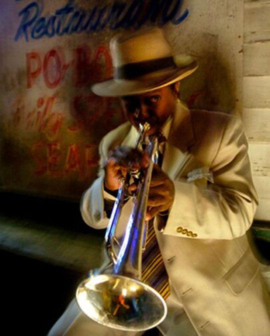재즈의 고향인 미국 뉴올리언스에선 길거리에서도 수준급 재즈를 연주하는 음악가를 쉽게 만날 수 있다.