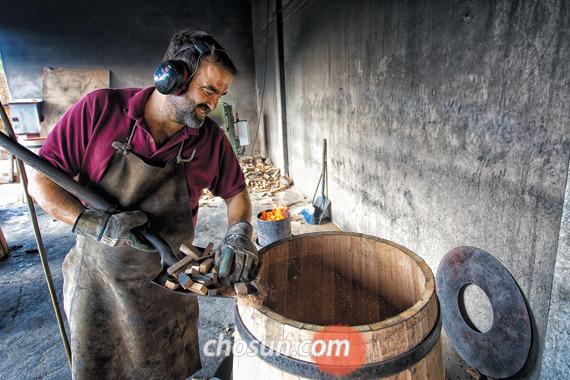 1870년 설립된 간구시아는 리오하에서 가장 유서 깊고 규모 큰 오크통 제조업체이다.