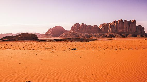 요르단 남부 사막지대 '와디 럼(Wadi Rum)'의 모습. 화성을 배경으로 한 영화 '마션'은 사실 이곳을 배경으로 촬영한 작품이다.