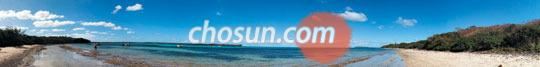 일데팽 해변의 전경. 일데팽은 뉴칼레도니아의 주도 누메아에서 비행기로 20분쯤 가면 닿는 길이 18km, 너비 14km의 작은 휴양섬이다.