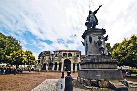 크리스토퍼 콜럼버스의 동상이 서 있는 파르크 콜론 공원.