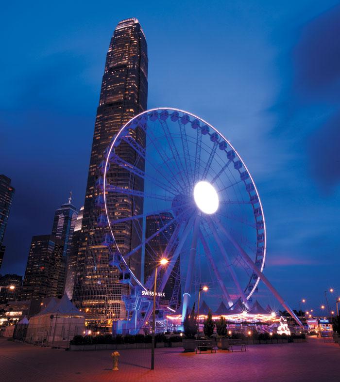 홍콩의 새로운 야경 명소로 떠오른 대관람차 '페리스휠'.