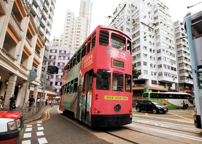 홍콩 도심을 누비는 2층 트램.